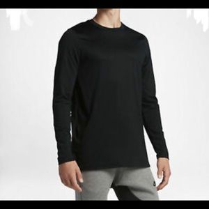 Nike Men Sportwear Modern long sleeves Tee-size S